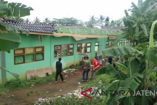 Diterjang angin kencang, SMK Fadlun Bangsri Jepara rusak