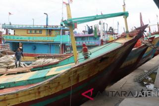 Nelayan Pati menunggu petunjuk teknis pengurusan cantrang