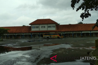 Aksi unjuk rasa, sejumlah penumpang di Terminal bus Kudus telantar