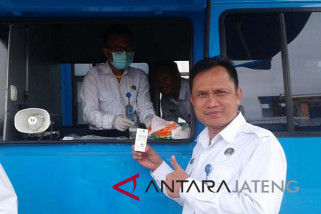 Personel BNNK Cilacap jalani pemeriksaan urine