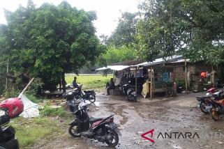 Tergenang banjir, warga bantaran Bengawan Solo pilih bertahan
