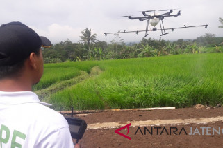Warga Temanggung membuat drone penyemprot tanaman