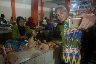 Ganjar ngevlog bareng pedagang Pasar Bintaro Demak