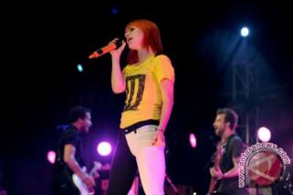 Akibat tenggorokan Hayley sakit konser ditunda