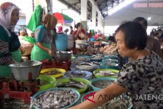 Gelombang tinggi, harga ikan laut naik