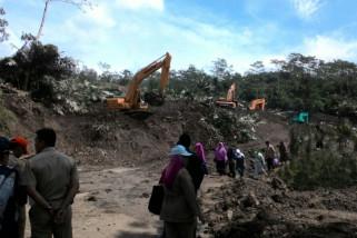 Pembersihan jalan pascalongsor di Banjarnegara dilanjutkan