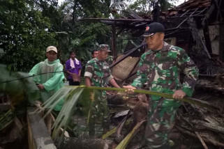 Angin langkisau rusak puluhan rumah di Cilacap