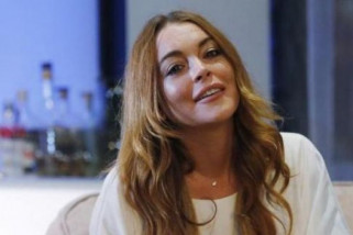 Lindsay Lohan pakai kerudung hadiri Modest fashion week London