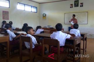 Anak-anak Dusun Bondan bersekolah dengan berbagai keterbatasan
