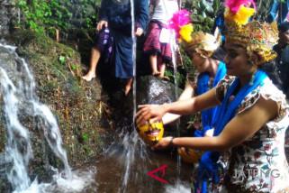 Warga Gunung Sumbing ritual