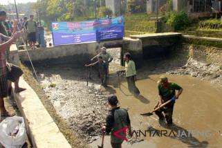 Satpol PP Kota Magelang bersihkan Kali Bening dari sampah