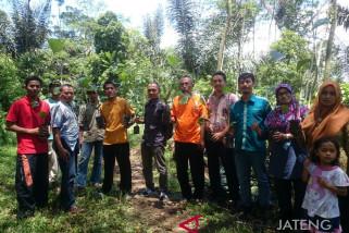 Warga Tlogopucang tanam 1.000 pohon aren