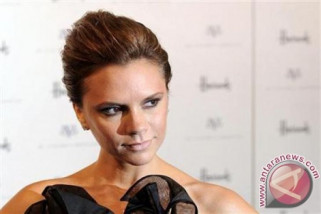 Victoria Beckham ciptakan warna kosmetik buatan sendiri
