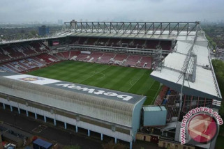 West Ham jatuhkan sanksi seumur hidup pada lima perusuh di stadion