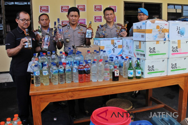 Polresta Surakarta amankan ratusan botol minuman keras