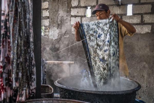 Pengrajin batik keluhkan fluktuasi harga bahan pewarna impor
