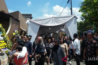 Sejumlah pejabat melayat besan Presiden Jokowi