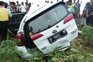 Kereta Api tabrak mobil, dua orang tewas