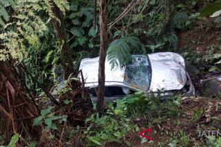 Mobil masuk jurang tewaskan dua korban