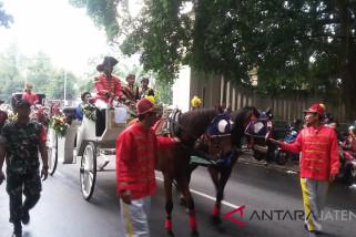 Puluhan anggota keluarga keraton ikuti kirab berkuda