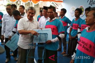 Nelayan Demak memperoleh bantuan alat tangkap rajungan
