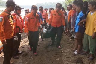 Tim SAR evakuasi korban tenggelam di Sungai Serayu