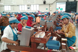 Ribuan buruh rokok Djarum berkebaya peringati Hari Kartini (VIDEO)