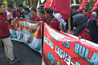 Pemasangan APK terlambat, KPU Jateng didemo mahasiswa