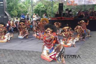 KPU Temanggung menyosialisasikan pemilu lewat kesenian tradisional