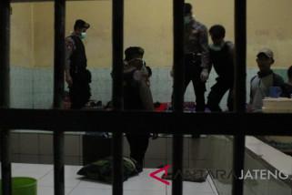 Polisi melakukan razia narkoba di Rutan Kudus