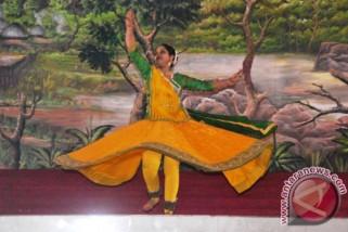 Berbagai aspek pariwisata,seni, film India dipamerkan di Malang