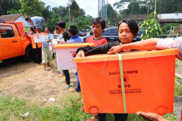 Bantuan logistik pengungsi Merapi