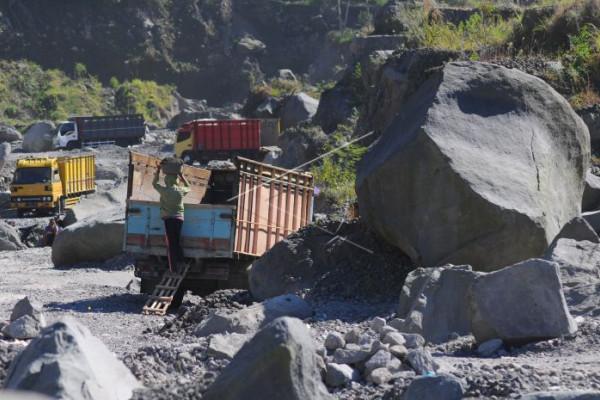 Penambang pasir gunung Merapi