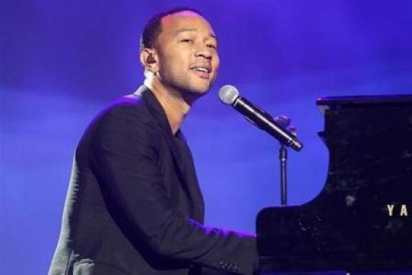 Chrissy Teigen - John Legend umumkan nama putra mereka