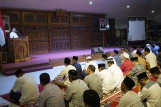 Wali Kota Magelang berikan bantuan masjid saat tarawih
