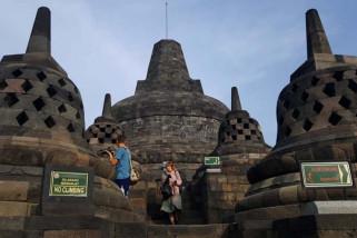 BKB bersihkan Candi Borobudur dari abu Merapi