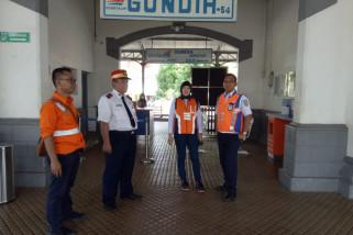 KAI Semarang tambah petugas jaga perlintasan