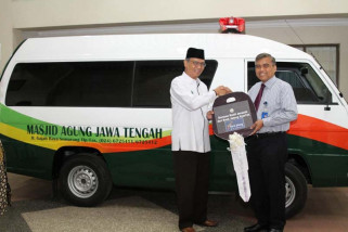 Bank Jateng syariah serahkan mobil jenazah ke MAJT