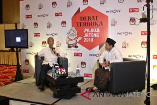Ganjar-Yasin menyalami pendukung Sudirman-Ida setelah debat Pilgub