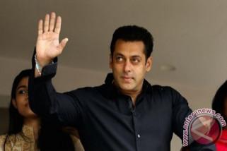 Salman Khan dijadwalkan kembali ke pengadilan, setelah bebas dengan uang jaminan