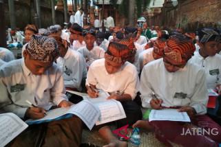 999 santri di Kudus dilibatkan tulis Quran 30 juz