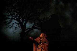 Ine Febrianti pentaskan teater monolog