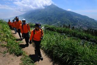 Status Waspada, warga lereng Merapi aktifkan ronda malam