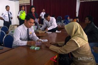32 bank layani penukaran uang di Purwokerto (VIDEO)