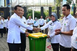 Pemkab Batang serahkan tujuh kendaraan pengangkut sampah di pasar