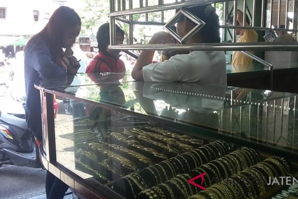 Jelang Lebaran, penjualan emas lesu