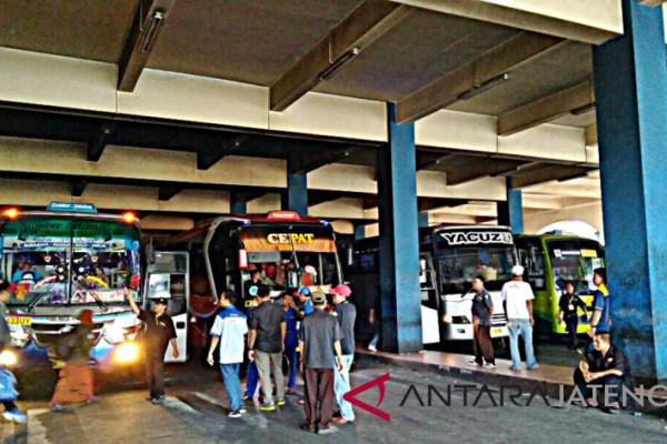 190.493 penumpang berangkat melalui Terminal Tirtonadi