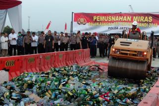 Kapolda Musnahkan Ribuan Botol Minuman Beralkohol