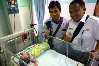 Seorang pemudik melahirkan di dalam kereta api