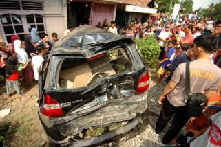 Kecelakaan mobil tertabrak kereta